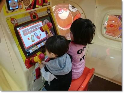 ゲームで遊ぶ弟クンたち(^^;