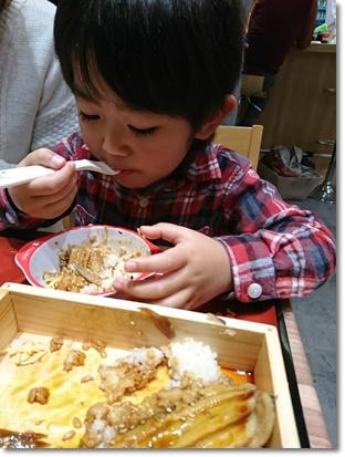 大好きな穴子をバクバク食ってる(^^;