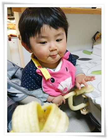 バナナ食べてご機嫌なユラ♪